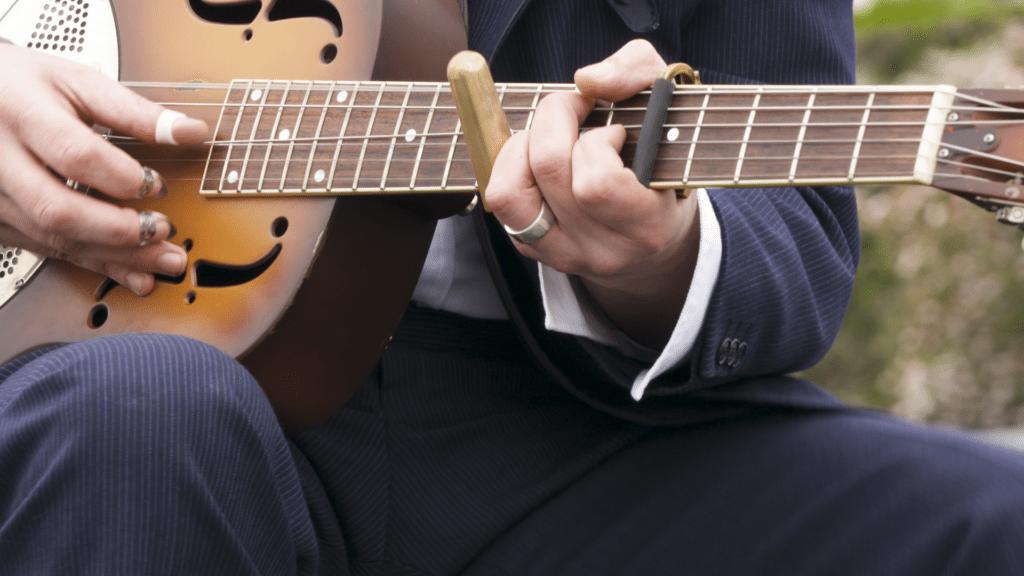 Capo fifth fret wooden slider guitar player