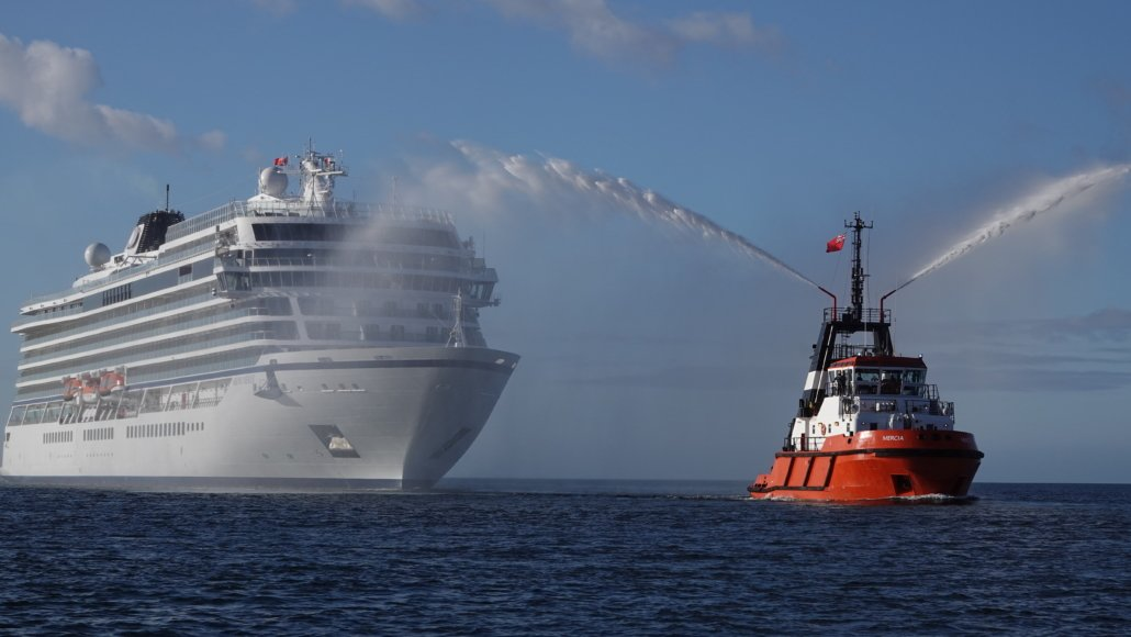 Harbour Tug Mercia welcomes Viking Venus